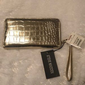 Wallet gold tone